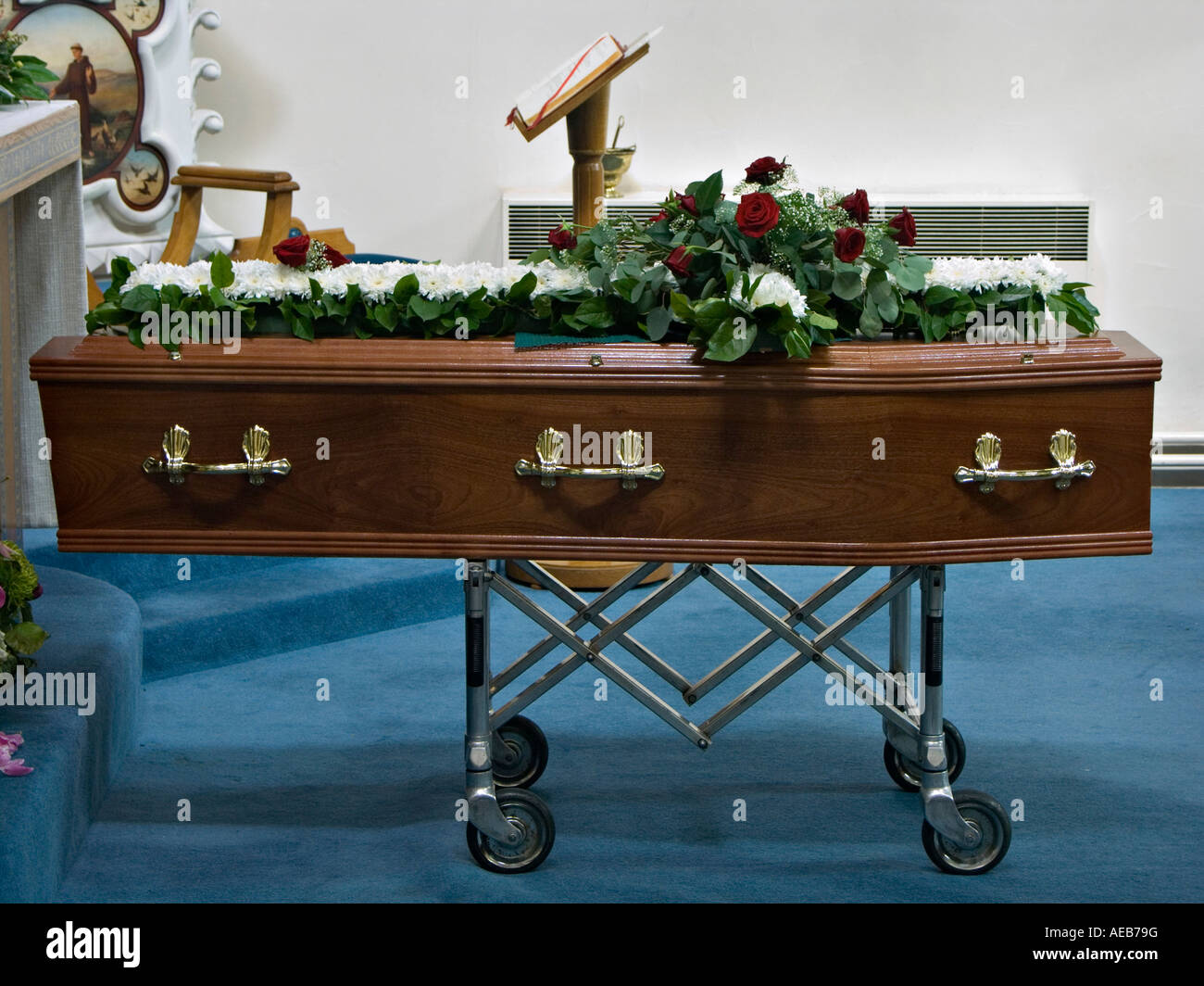 UK. A coffin resting in church the night before the funeral service - Stock Image
