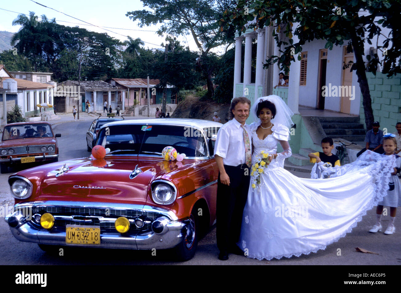 wedding, marriage man woman Havana Cars old timer Transport Havana ...