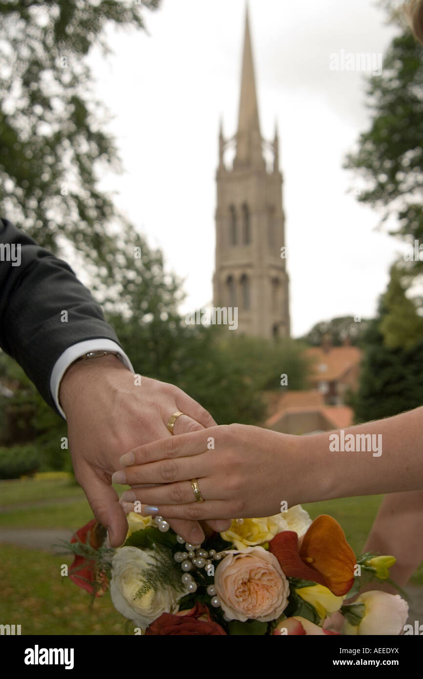 wedding rings with flowers and church - Stock Image