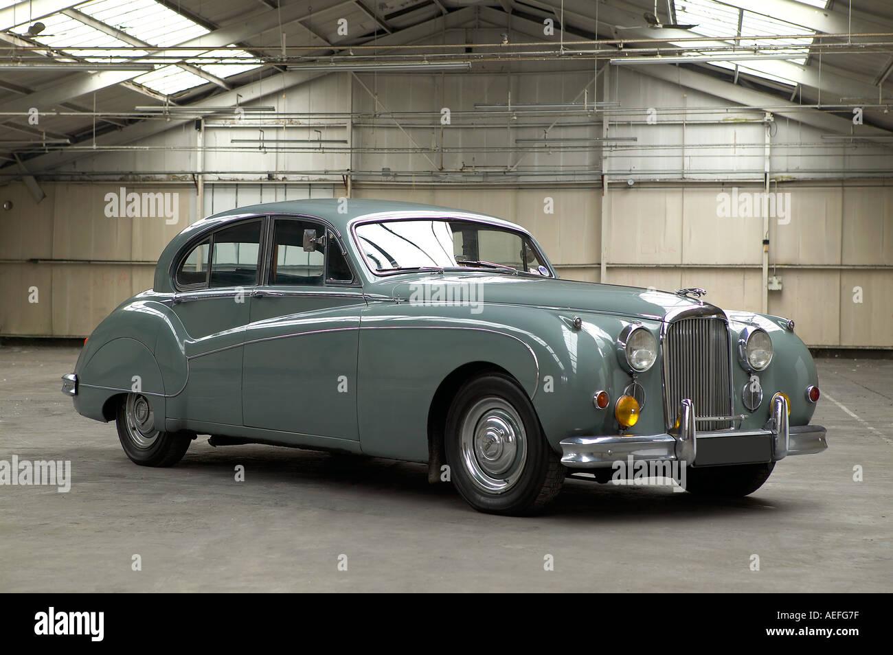1961 Jaguar Mk IX 4 door saloon 3 8 litre 6 cylinder inline engine Country of origin United Kingdom Stock Photo