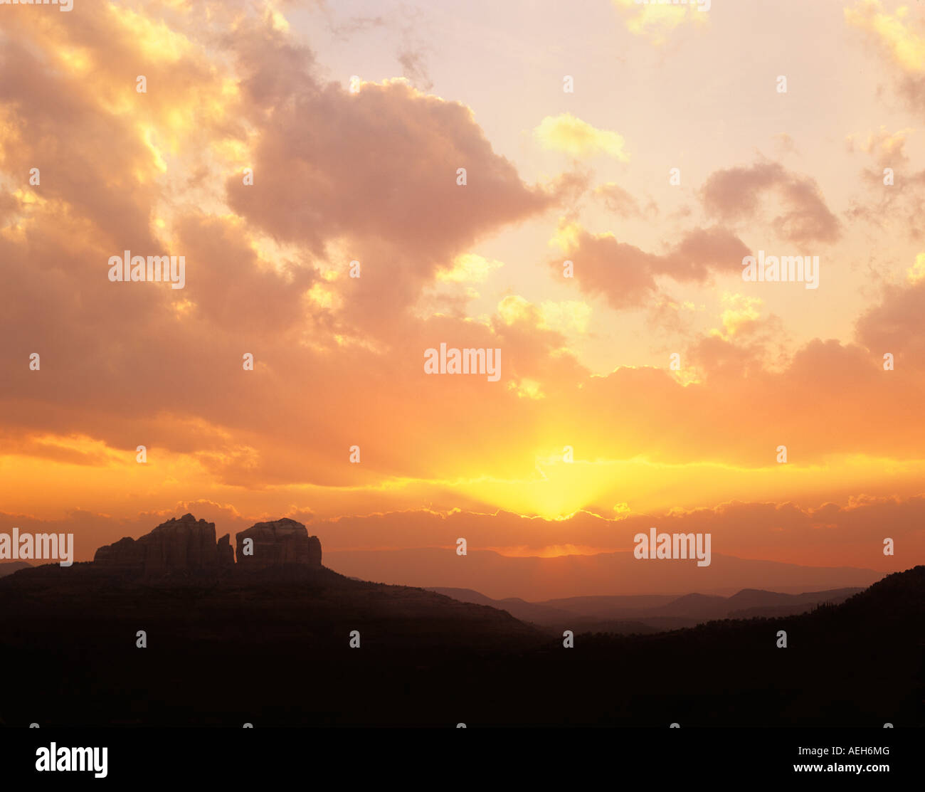 Sunset clouds with sun rays Near Sedona Arizona - Stock Image