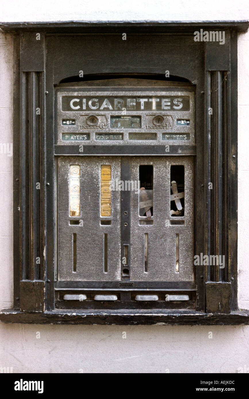 UK England Nostalgia Hay on Wye old cigarette vending machine - Stock Image