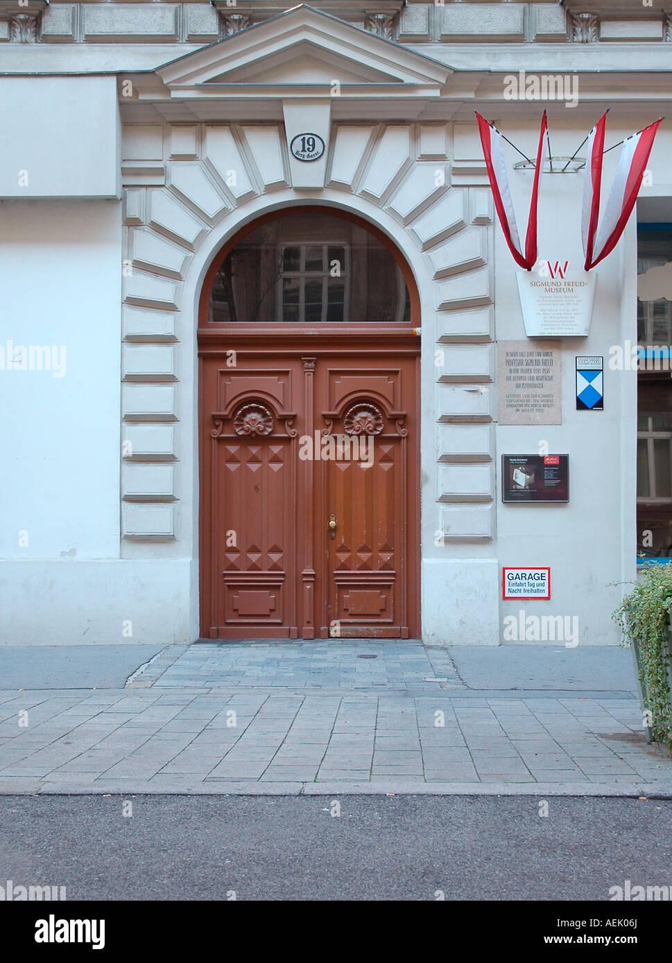 Entrance to the apartment of Sigmund Freud, Berggasse 19, Vienna, Austria - Stock Image