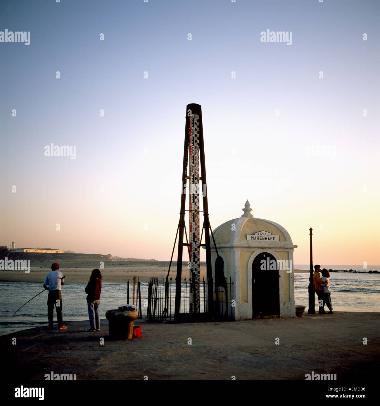 Maregrafo, tide gauge, angler and couple kissing at sunset, Foz do Douro district, Porto, Portugal - Stock Image