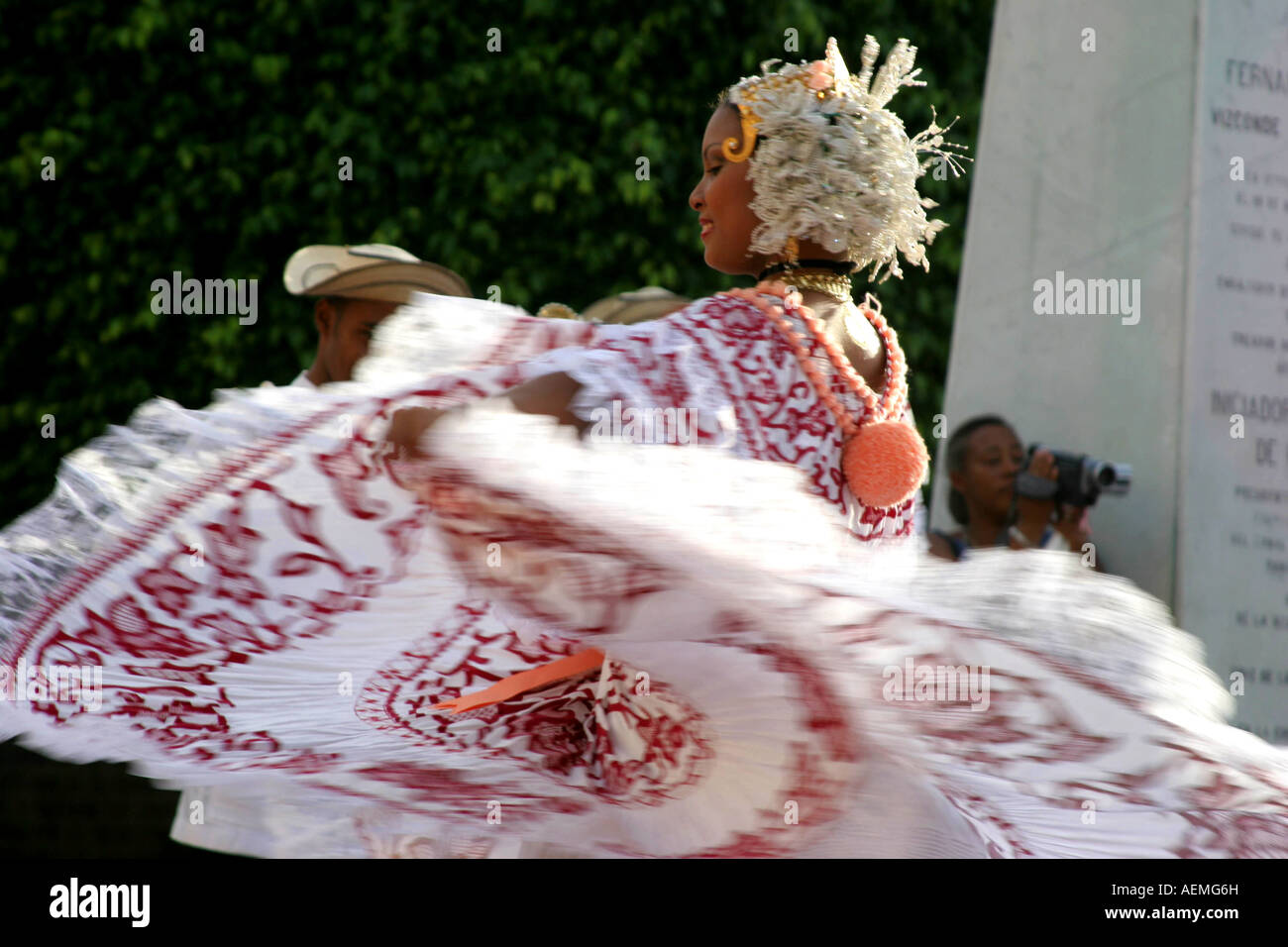 A fast moving pollera dancer in Panama - Stock Image