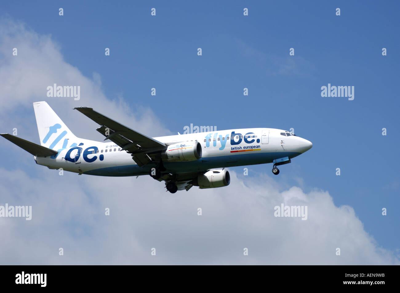 Boeing 737-36N Short- to Medium-range Twin-engine Narrow-body jJt Airliner Registration G-STRE.   XAV-280 - Stock Image