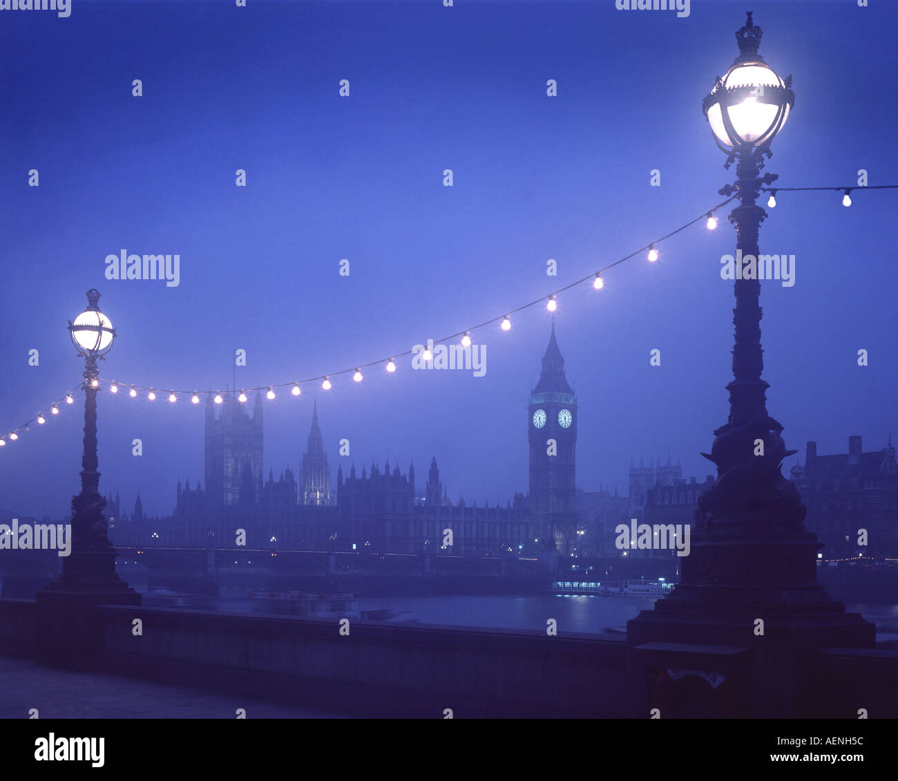 GB - LONDON: Westminster seen from South Bank by night - Stock Image