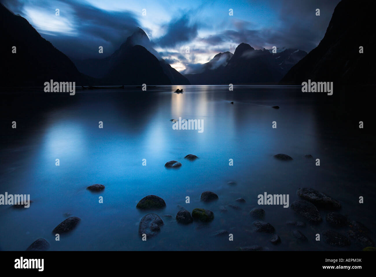 Darkness descends at Milford Sound, Fiordland National Park, New Zealand - Stock Image