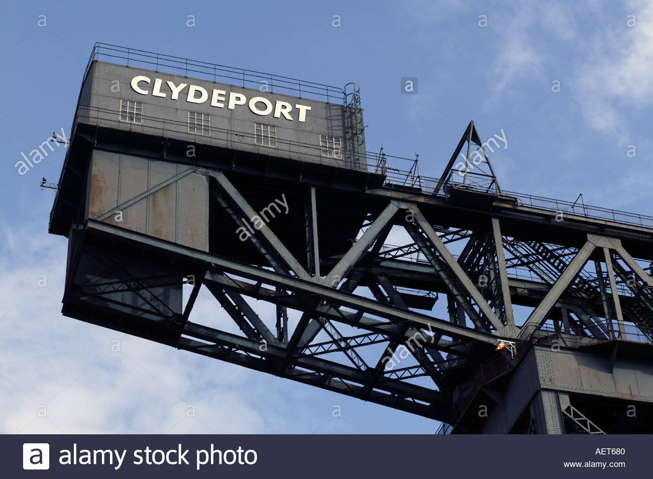 Crane preserved on banks of River Clyde as shipyards all around are shut Glasgow Scotland - Stock Image