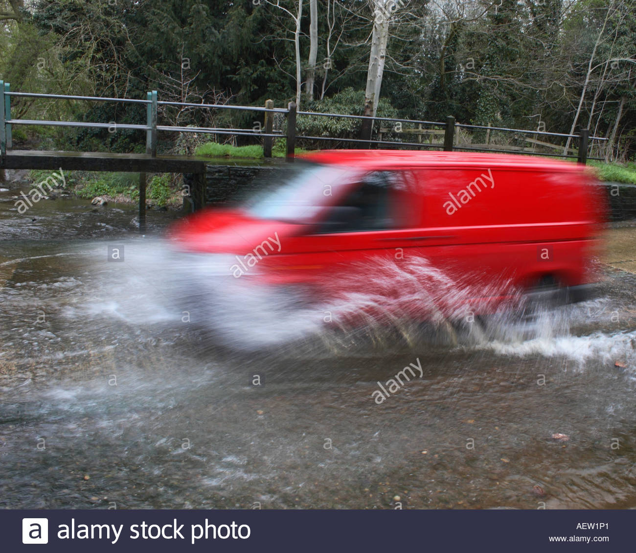 Driving Through Stream Ford Stock Photos Amp Driving Through Stream Ford Stock Images Alamy