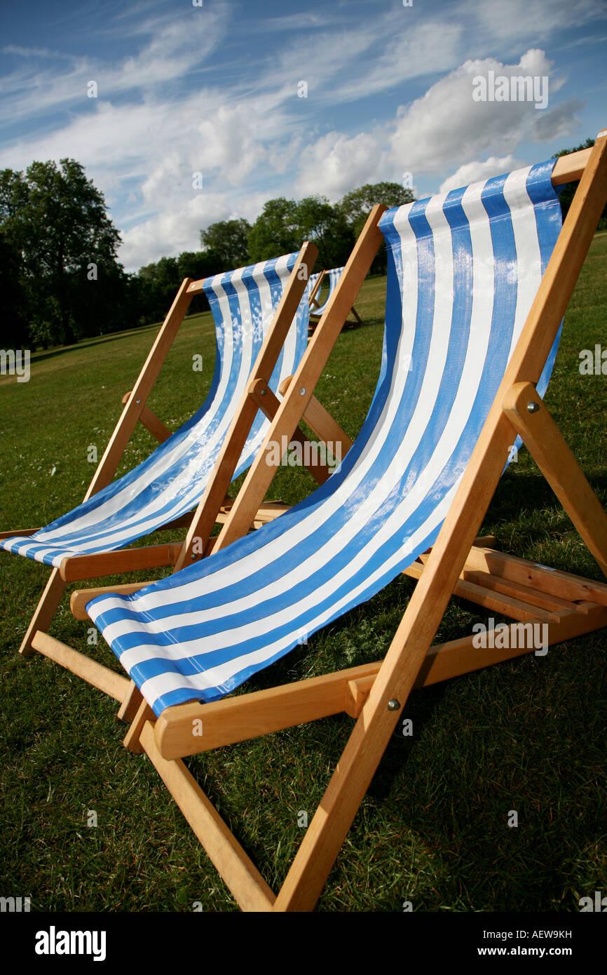 Deckchairs Serpentine Hyde Park - Stock Image