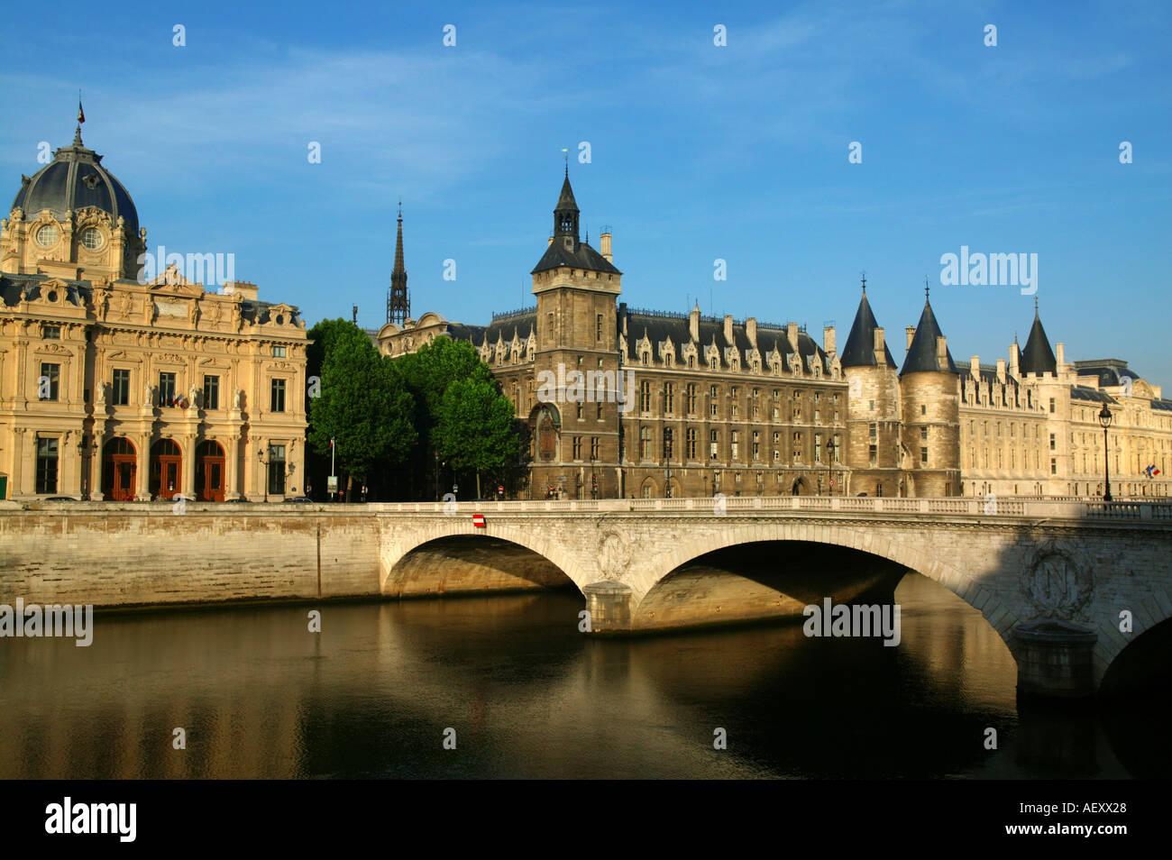 France - Commerce law court Conciergerie and Pont au Change at Paris - Stock Image