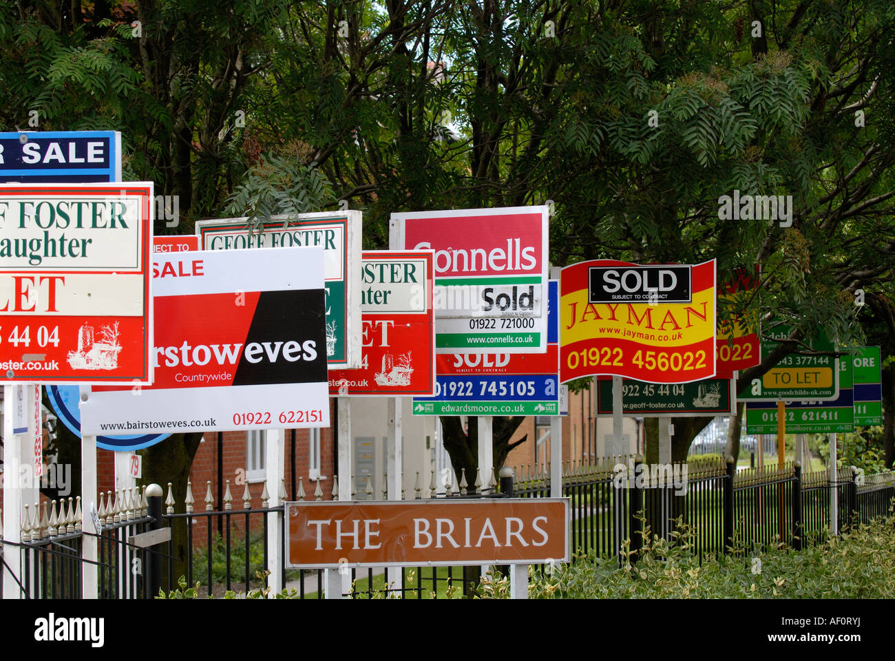 Signs outside apartment building , For Sale and To Let ...