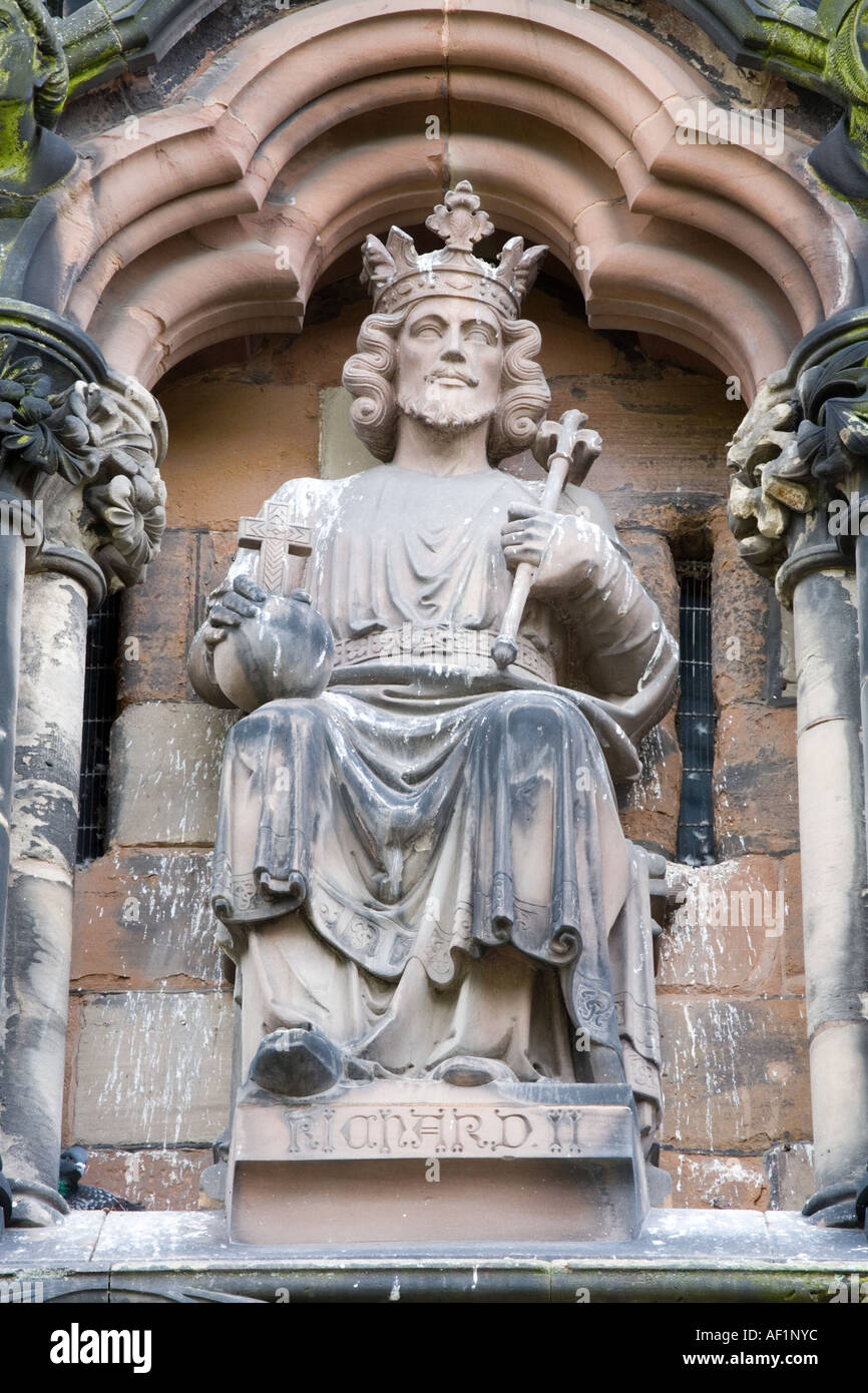 Statue of King Richard II on the west front of Lichfield Cathedral, Staffordshire - Stock Image
