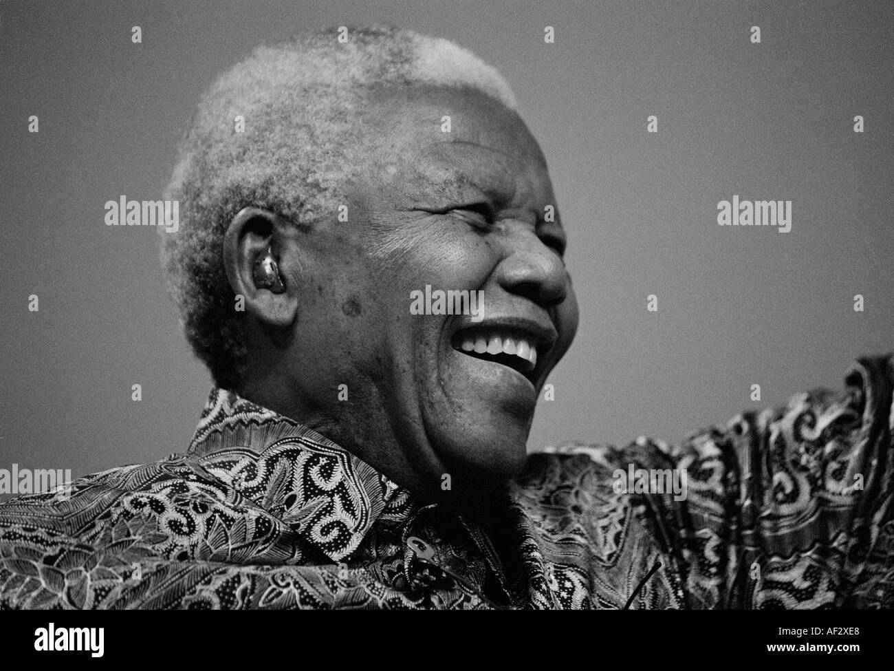 Former President of South Africa, Nelson Mandela, receives an ovation from Labour Party delegates. Copyright Terence Bunch. - Stock Image