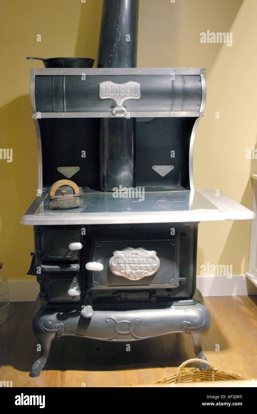 Antique Kitchen Wood Burning Stove From The 1930s This Model Was Called  Greeneu0027s Renown
