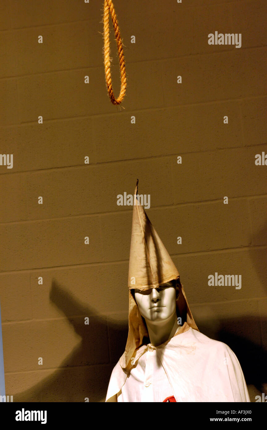 Exhibit of a Ku Klux Klan model and rope lynching noose - Stock Image