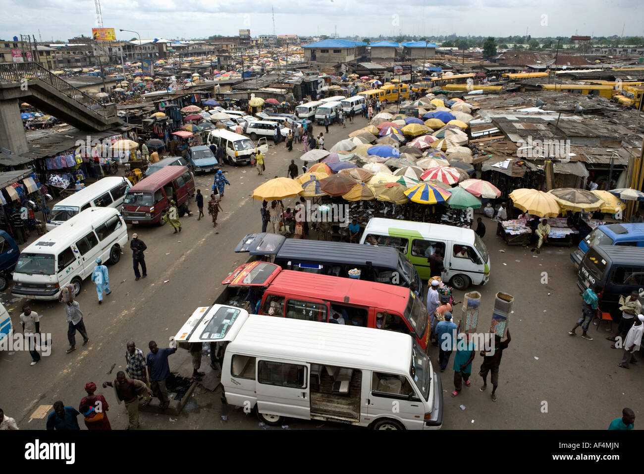 Nigeria Lagos, People at market in Oshidin district - Stock Image
