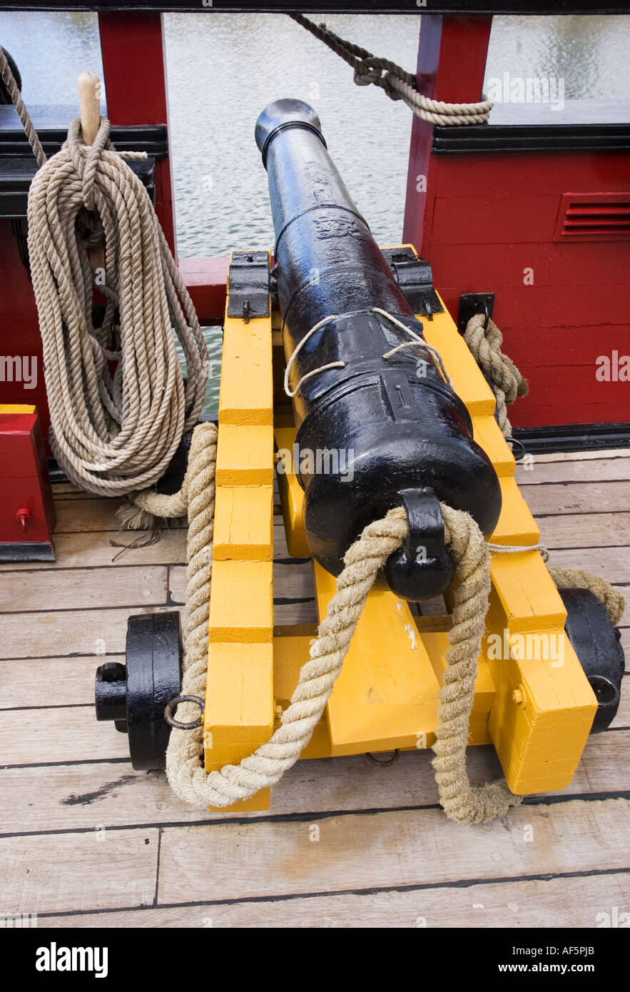 Ships Cannon Stock Photos & Ships Cannon Stock Images - Alamy