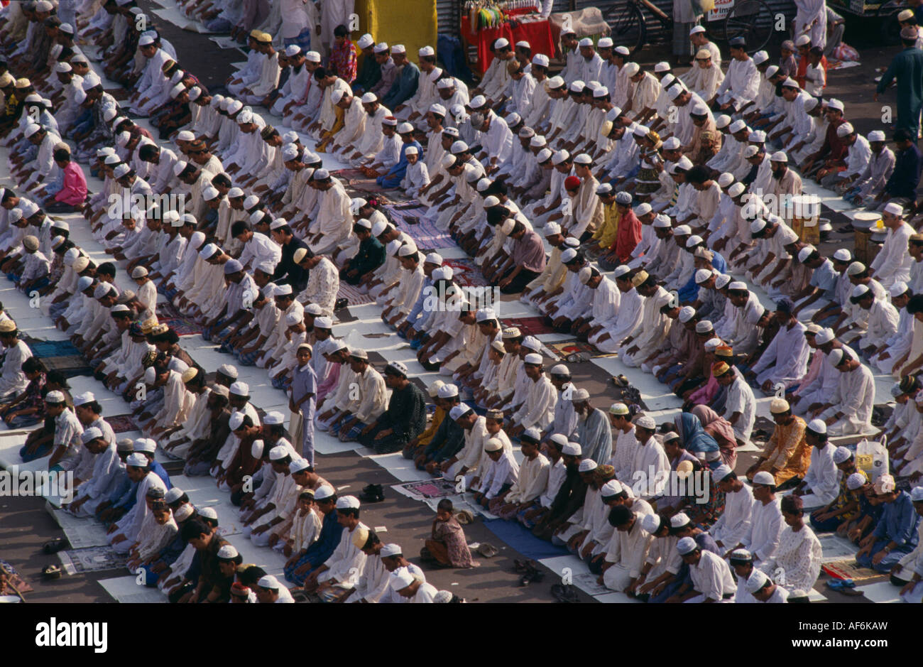 BANGLADESH South Asia Dhaka Religion Islam Rows of Muslims kneeling in prayer - Stock Image