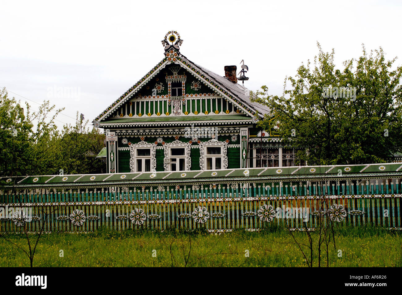 geography / travel, Russia, landscapes, country cottage, landscape at Sergijew Possad, exterior view, house, farmhouse, coloured painted, painting, fence, countryside,  Russian, , Additional-Rights-Clearance-Info-Not-Available - Stock Image