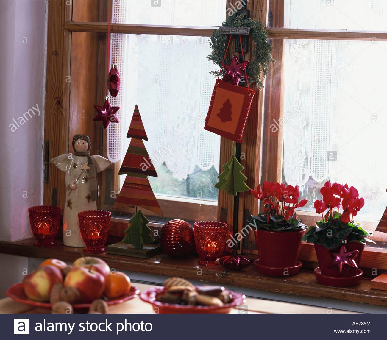 Window Sill Decoration: Window Sill Christmas Decoration