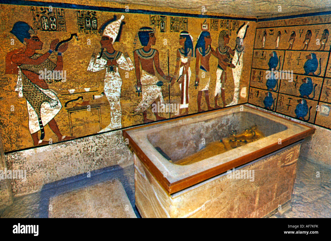 Egypt Tomb Of The Kings Mummy Of Tutankhamun In Golden Coffin - Stock Image