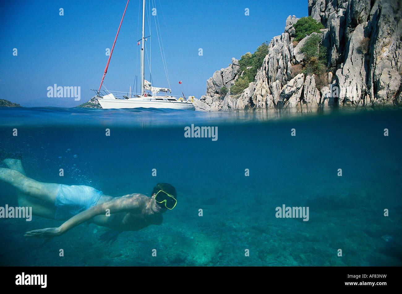 Tauchen, Segelboot, bei Kumlu Buekue Tuerk. Aegaeis, Tuerkei - Stock Image