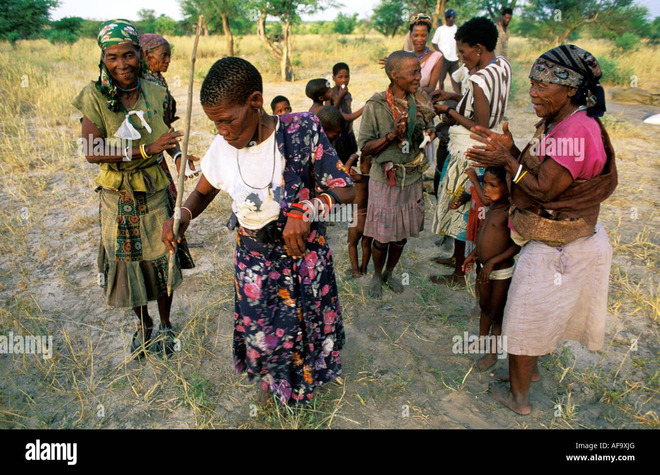 Kua bushman women dancing Molapo, Central Kalahari Game Reserve; Botswana - Stock Image