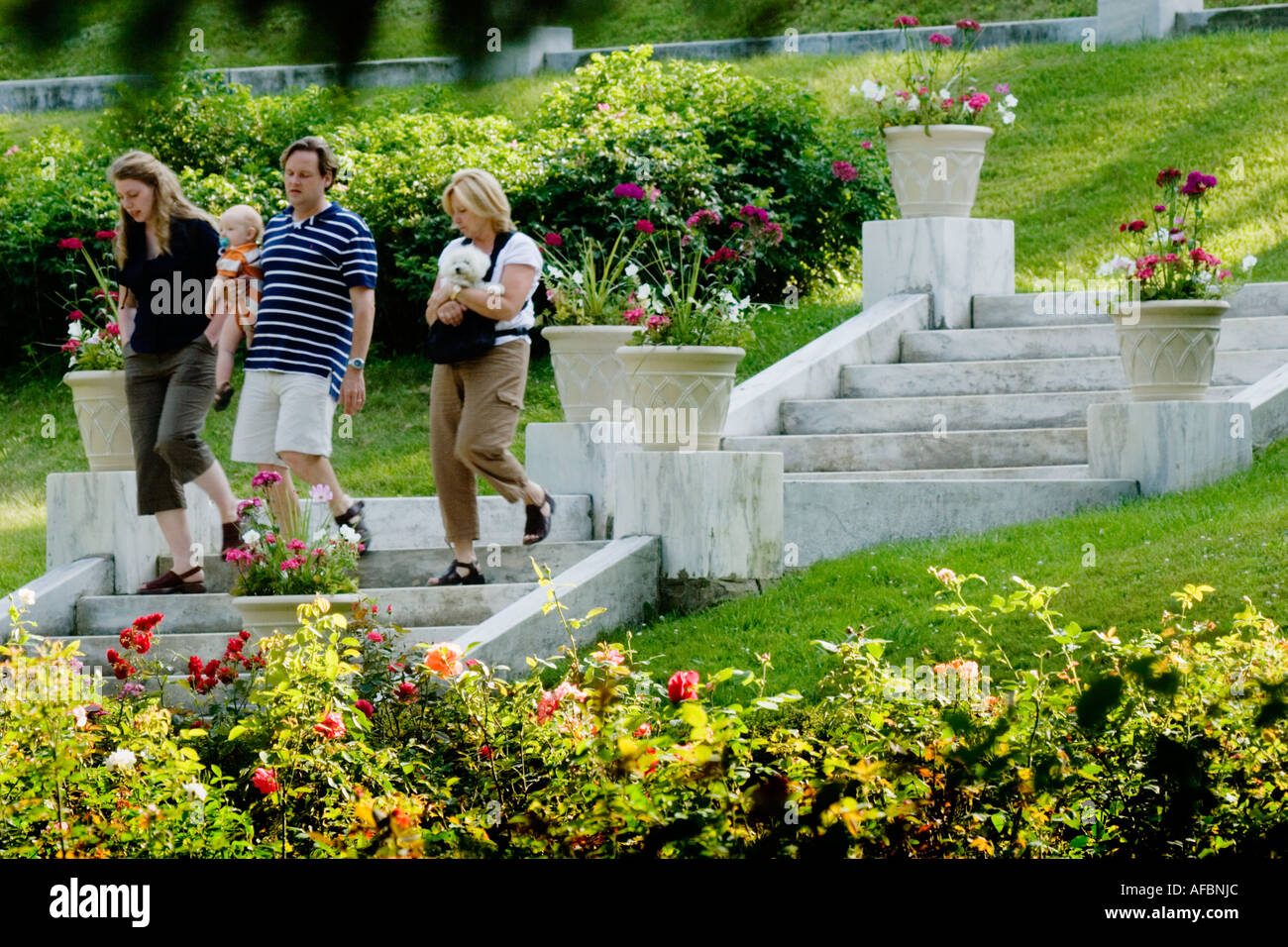Family strolls amongst roses and vases at Yaddo Gardens Saratoga Springs New York - Stock Image