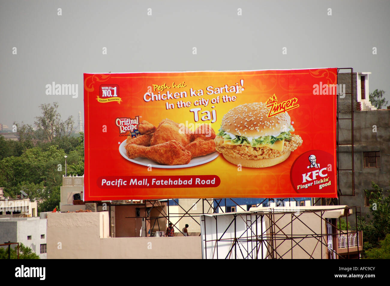 Advert for Kentucky Fried Chicken in Agra, India - Stock Image