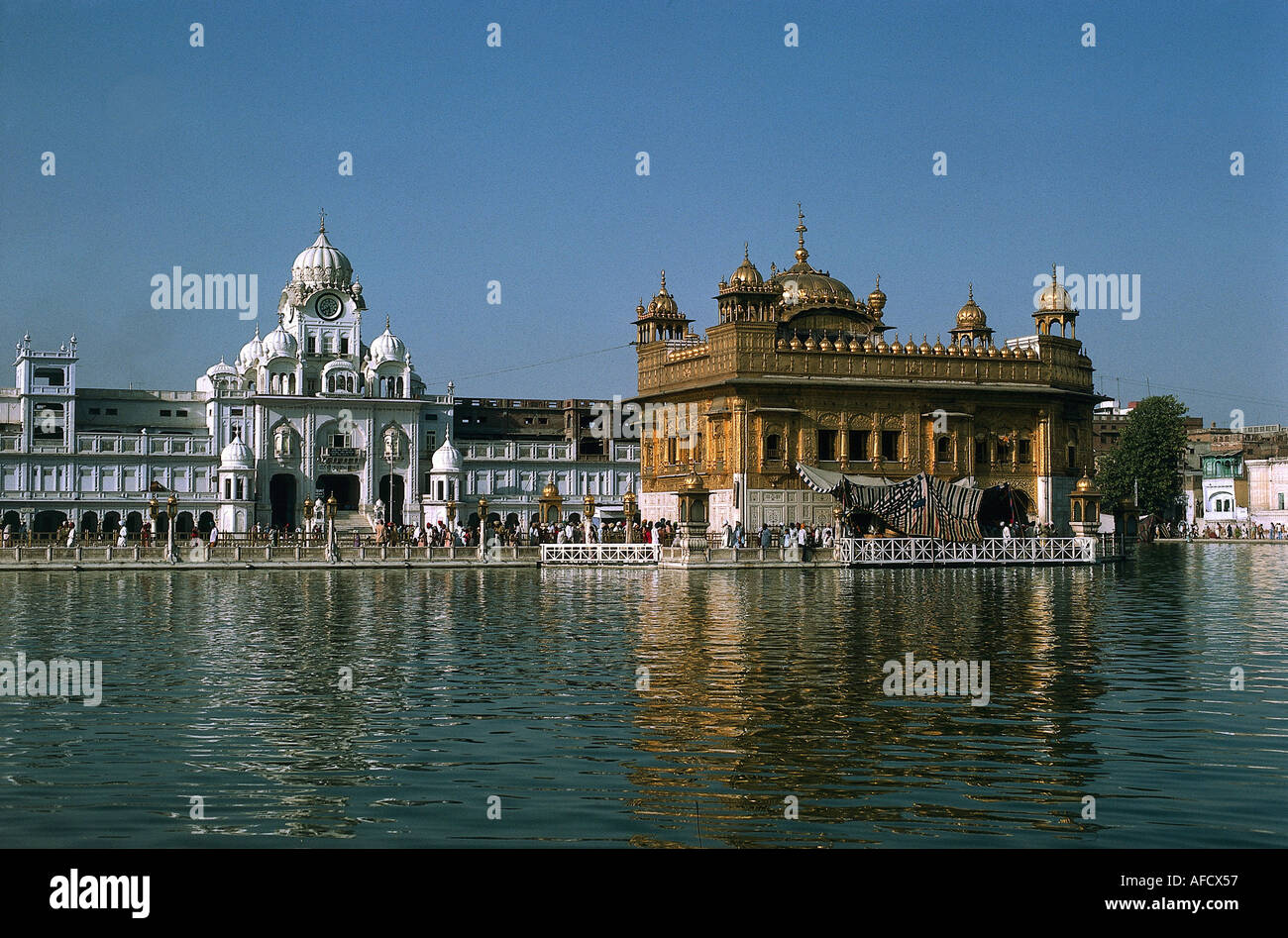 'Geografie, Indien, Amritsar, Goldener Tempel Darbar Sahib ('Hof des Herren'), Heiligtum der Sikhs, dahinter Akal Takht, erbau - Stock Image