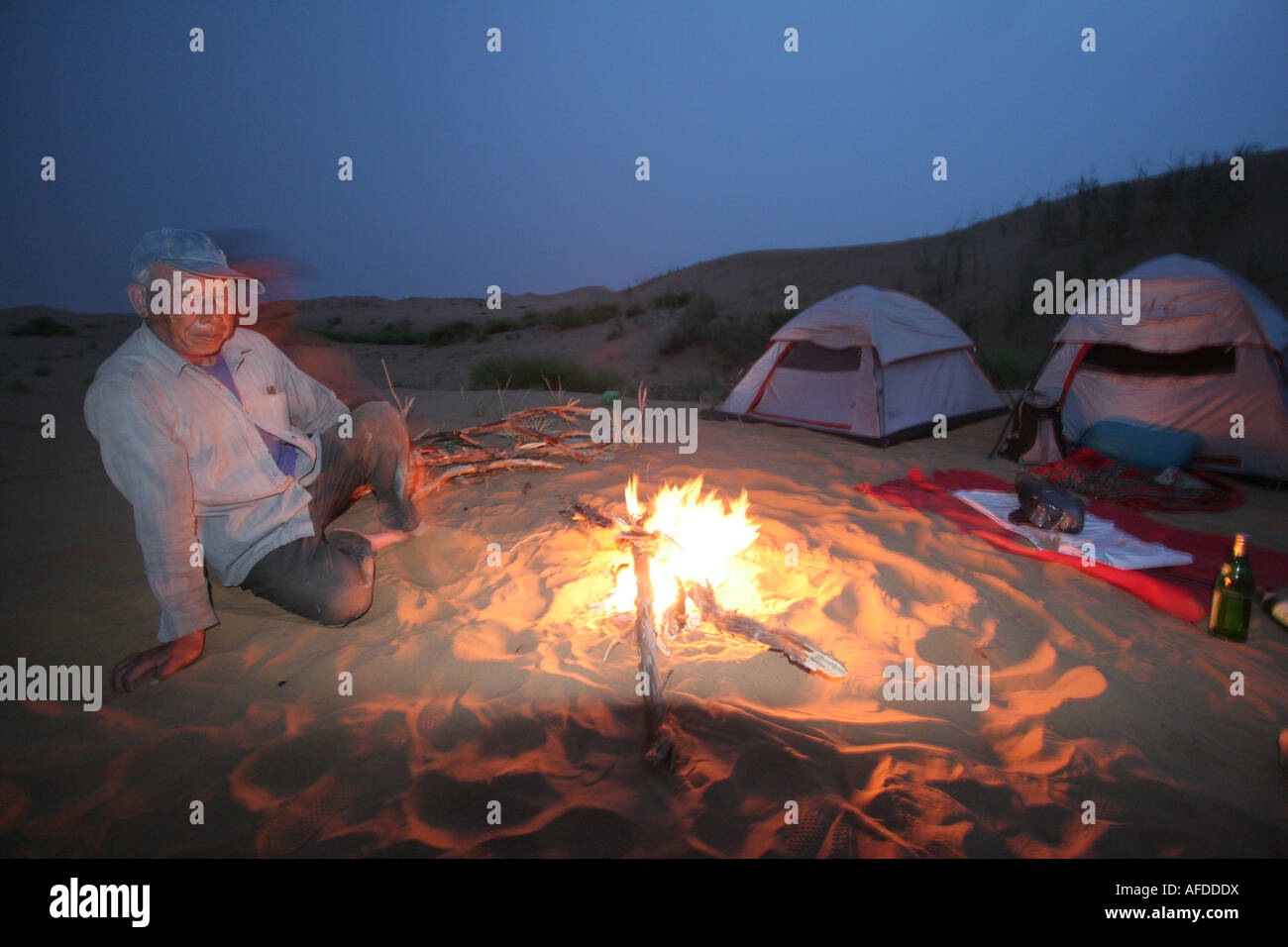 Camp in the Tengger desert camel driver Ningxia China August 2007 Stock Photo