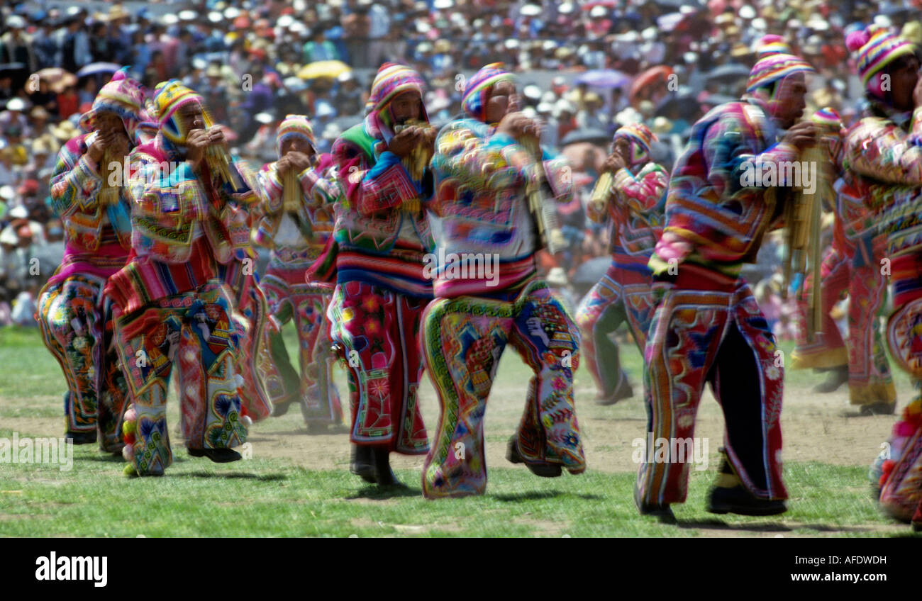 indian siku panpipe players folklore festival de la virgen de la calendaria town of puno peru - Stock Image