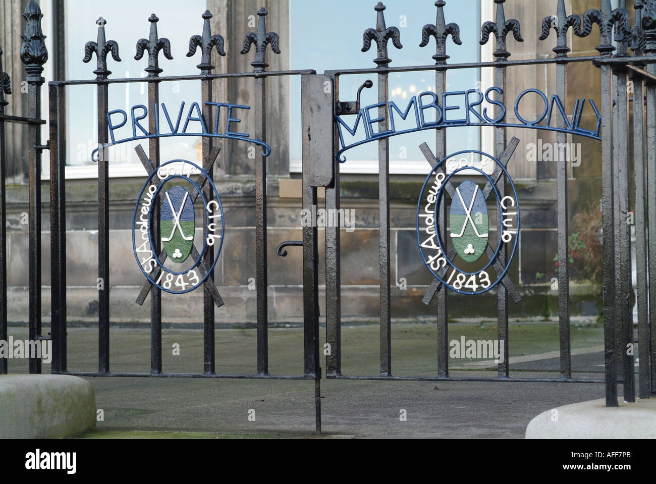 Gates to St Andrews Golf Club clubhouse, Links House, St. Andrews, Fife, Scotland. - Stock Image