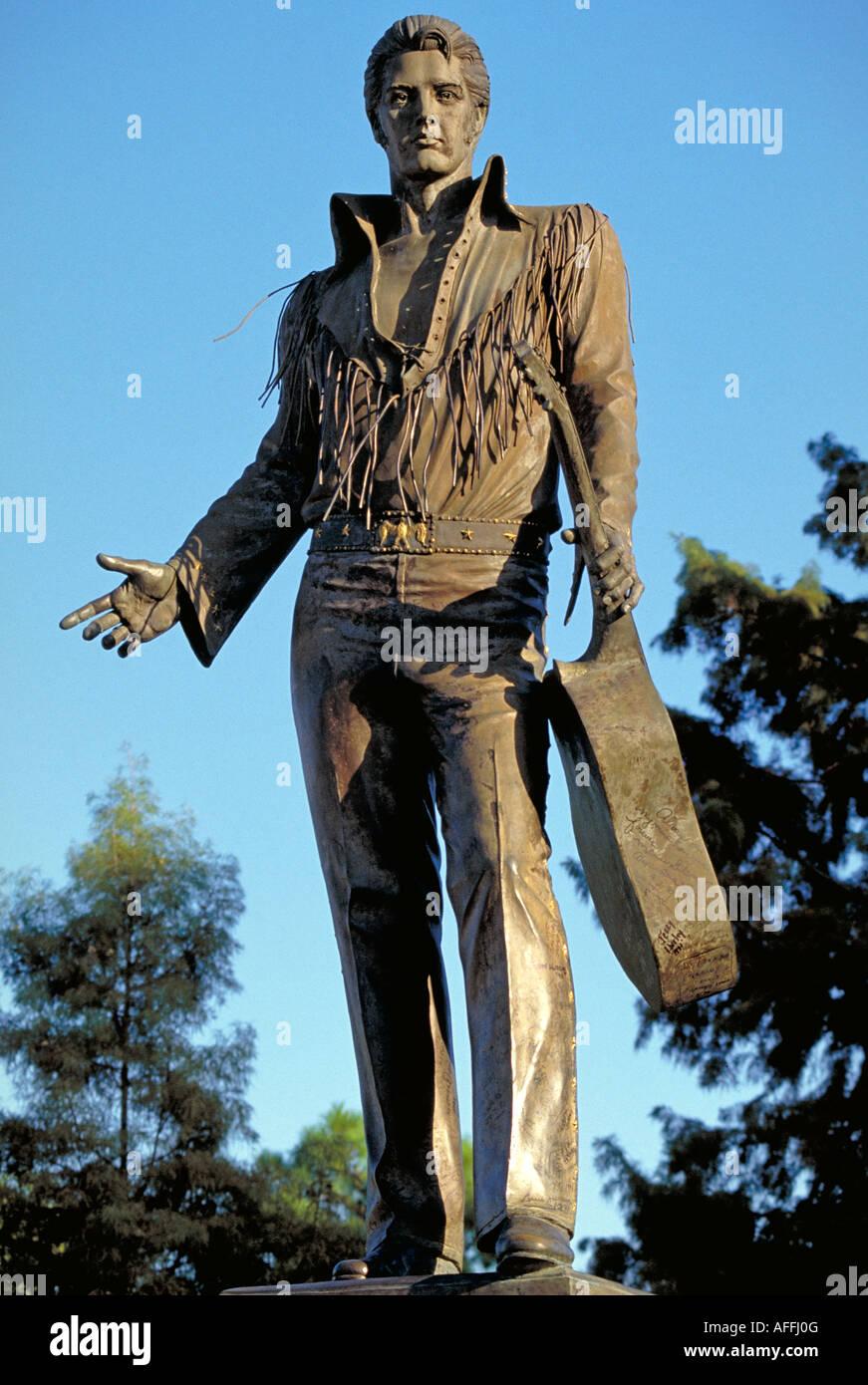 Elk217 1806 Tennessee Memphis statue of Elvis Presley Stock Photo