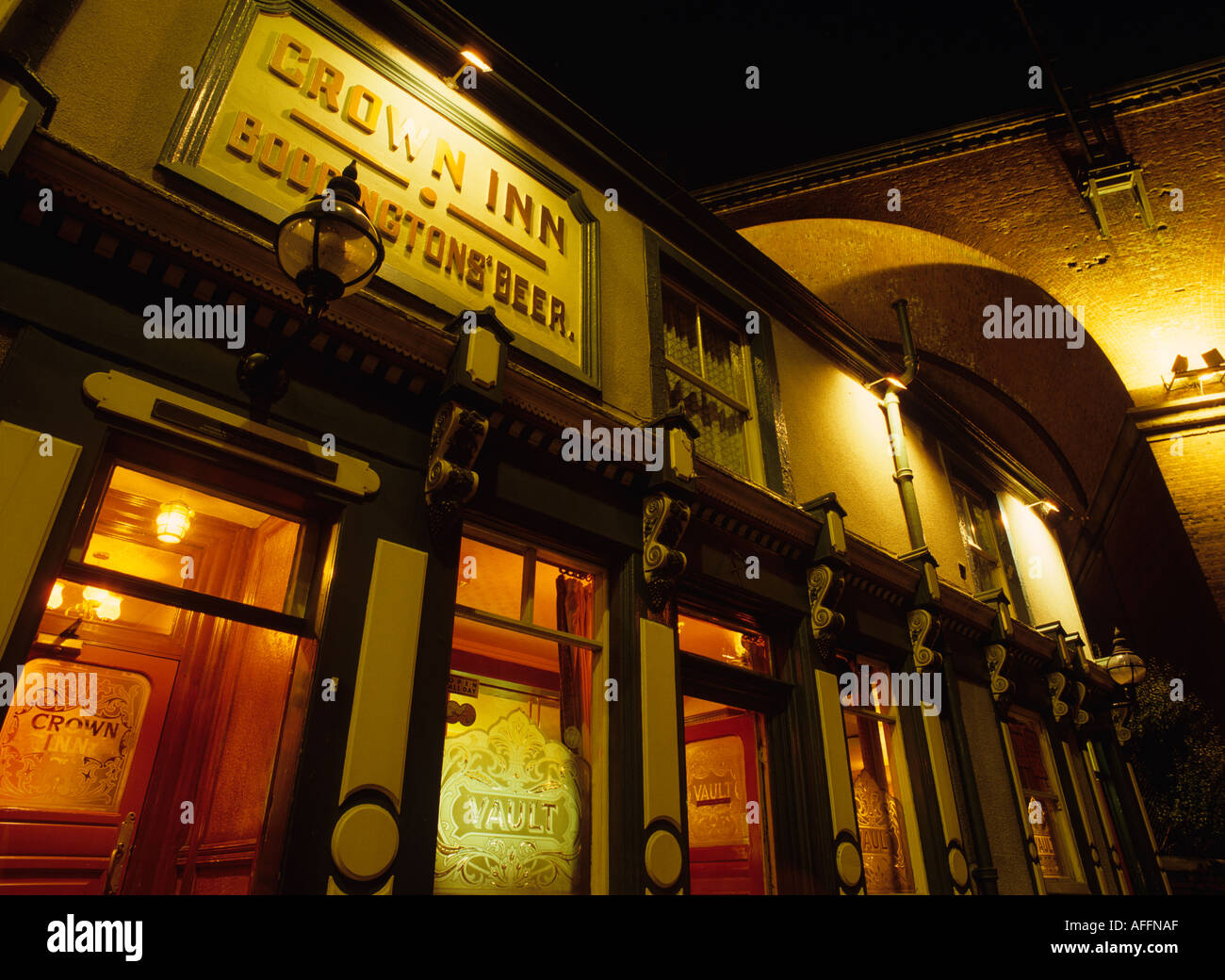 Cheshire Stockport Crown Inn below railway viaduct at night - Stock Image