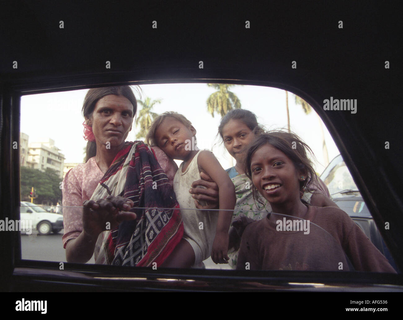 a homless family begging on the streets of mumbai india - Stock Image