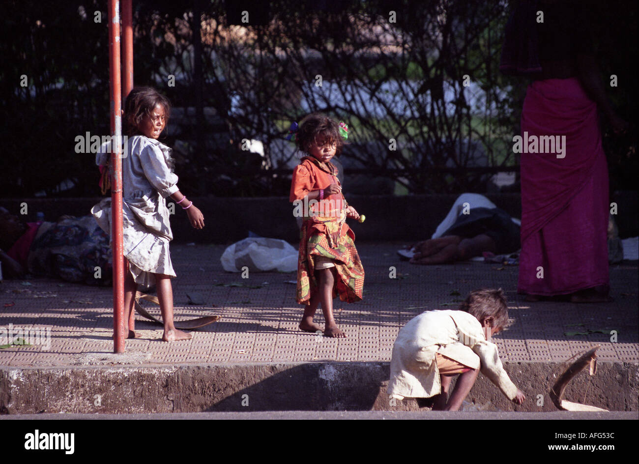 a a homless family begging on the streets of mumbai india - Stock Image