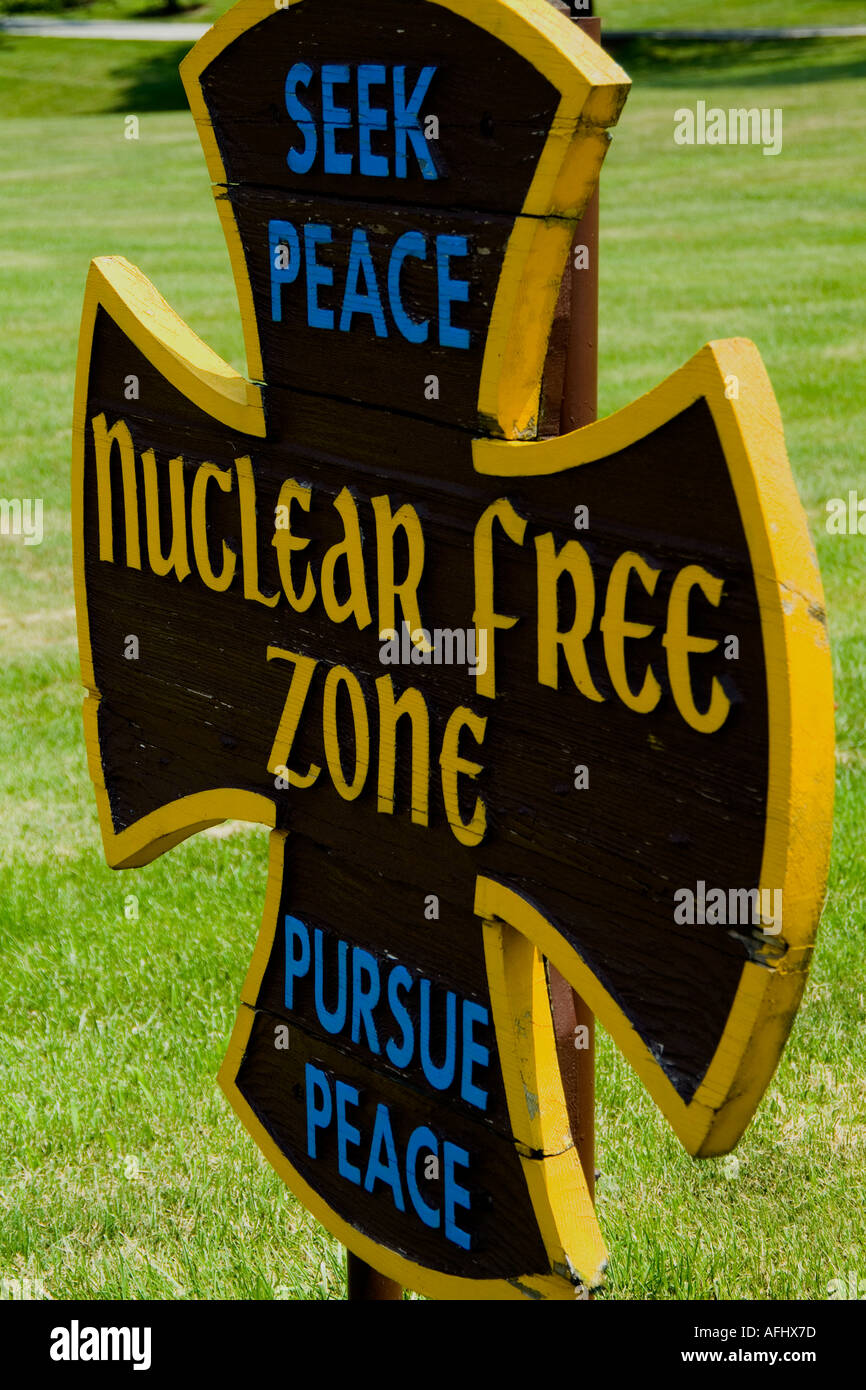 NUCLEAR FREE ZONE sign - Stock Image