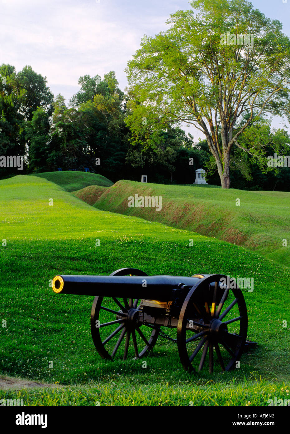 National Military Park at Vicksburg, Mississippi, USA. Civil War battlefield field gun cannon entrenchments emplacements - Stock Image
