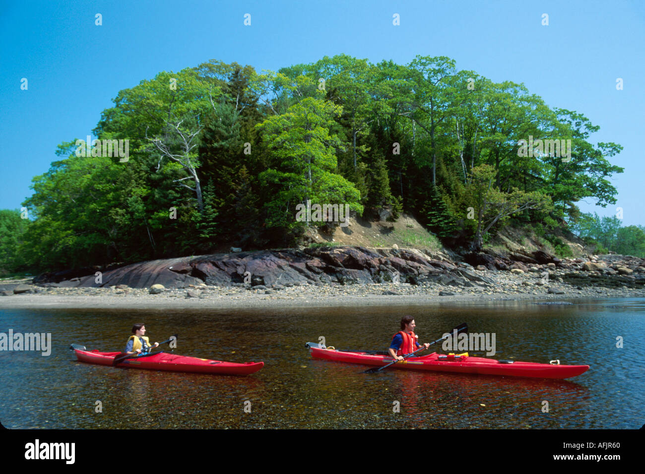 """Maine, ME, """"New England"""", Down East, Lincolnville beach, sand, surf, mouth of Ducktrap River sea kayaks ME185, sightseeing Stock Photo"""
