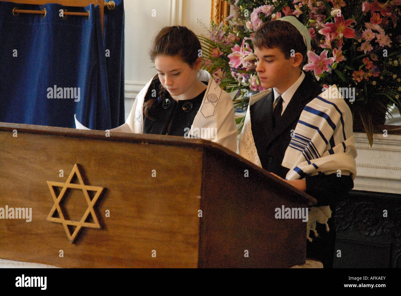 Batmitvah girl and Barmitzvah boy (twins) lead the ceremony at their Bar/Bat mitzvah - Stock Image