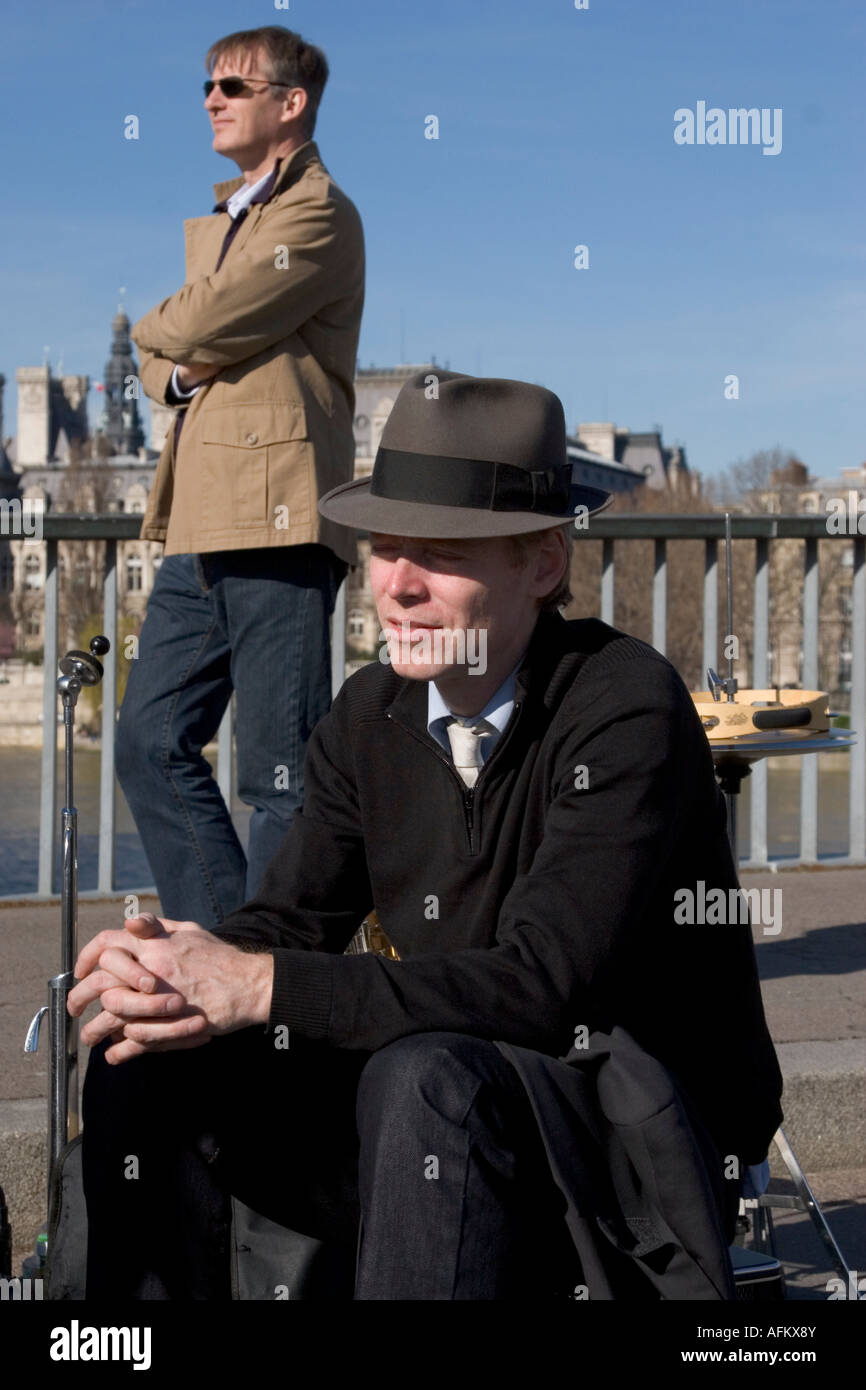 Street musicians in Paris, france, Spring 2007 - Stock Image