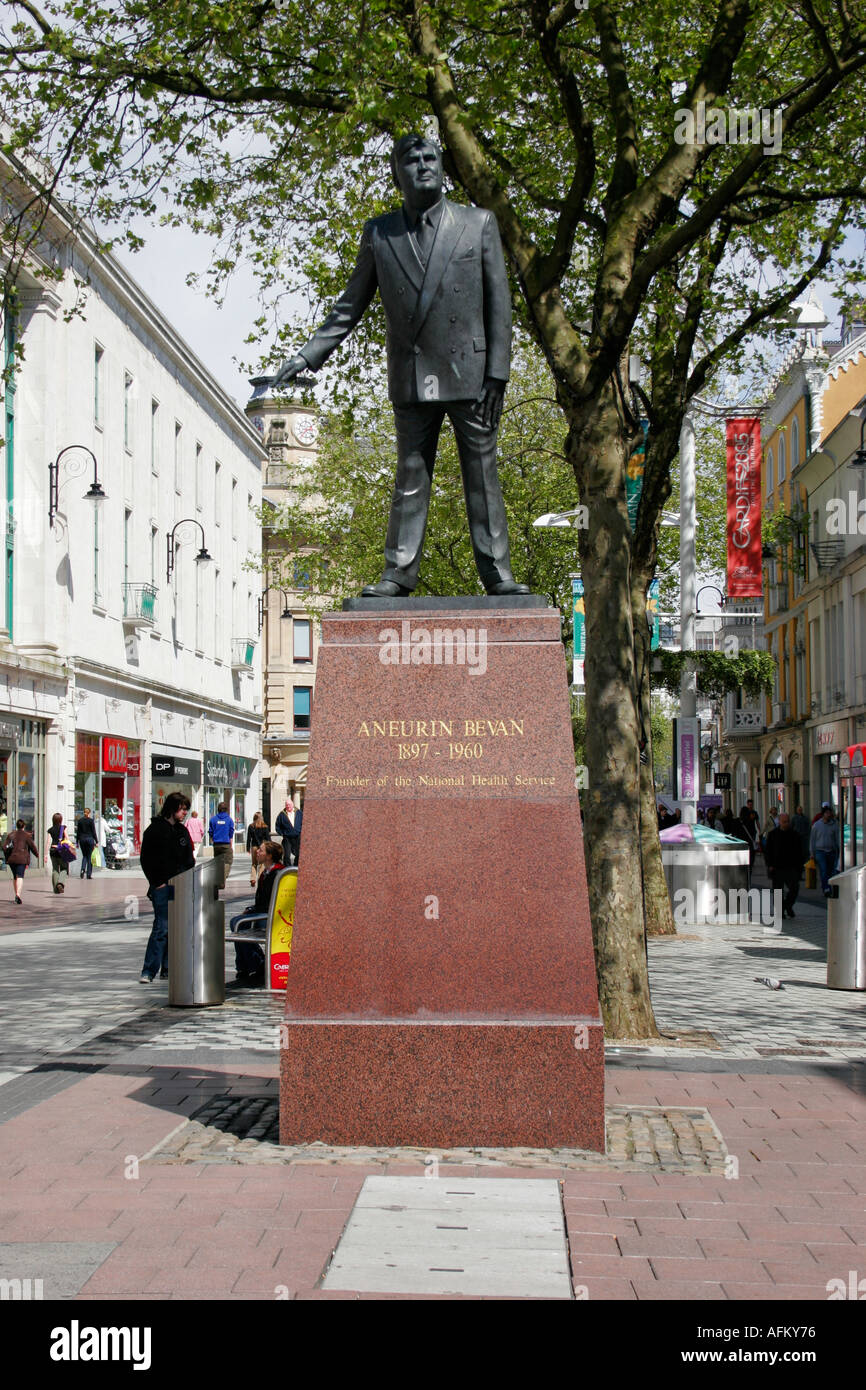 STATUE OF ANEURIN BEVAN, IN QUEEN STREET, CARDIFF, SOUTH WALES, U.K. - Stock Image