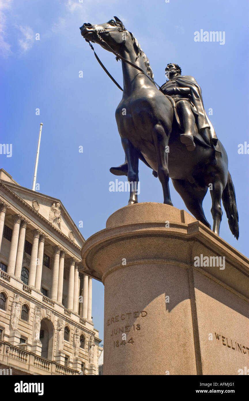 London, England, UK. Statue of the Duke of Wellington by Sir Frances Chantrey in front of the Bank of England - Stock Image