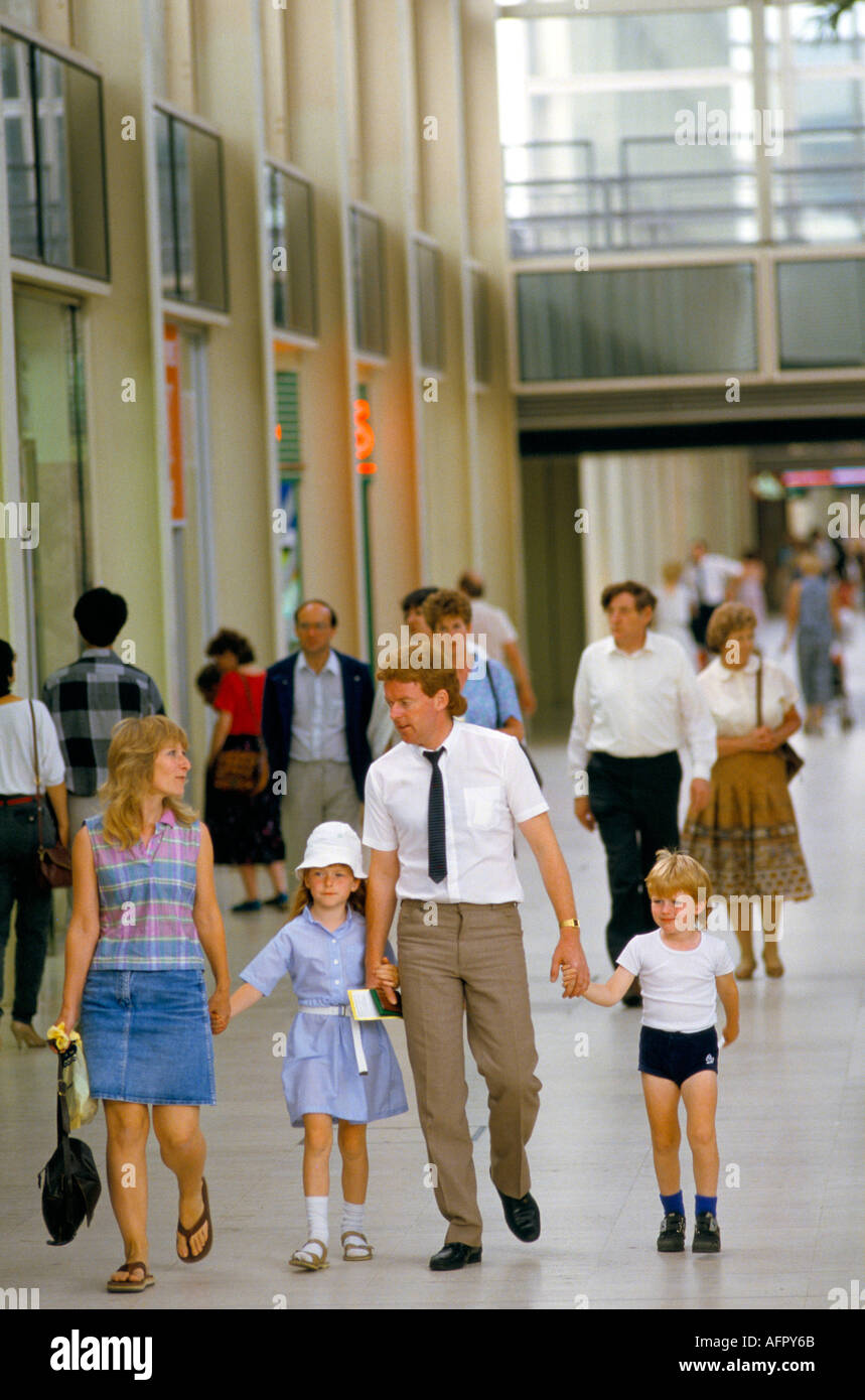FAMILY DAY OUT AT MILTON KEYNES SHOPPING CENTRE  1980s HOMER SYKES - Stock Image