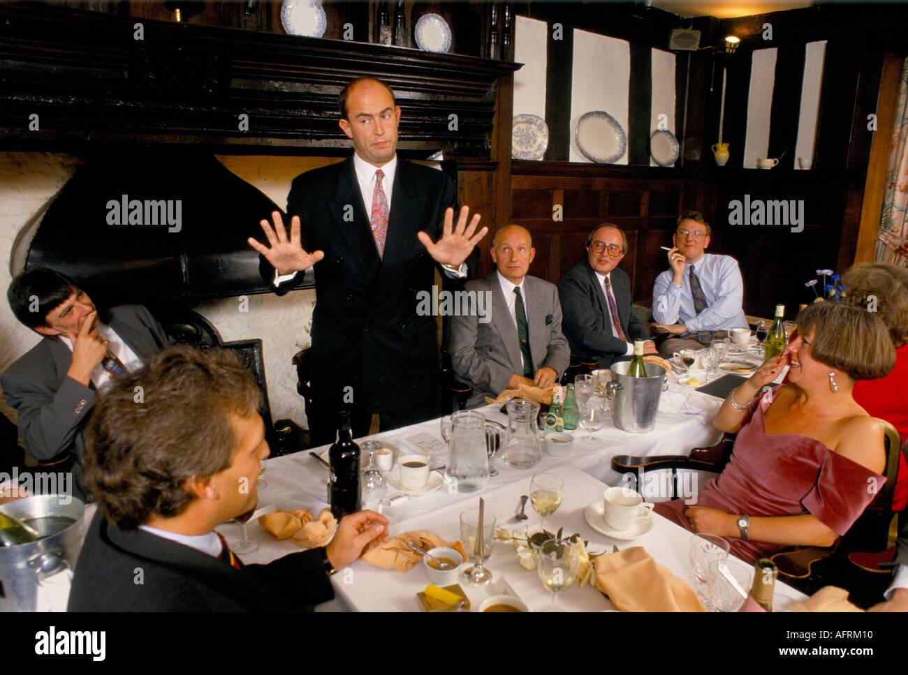 A  telling a shaggy dog story after dinner speaker HOMER SYKES - Stock Image