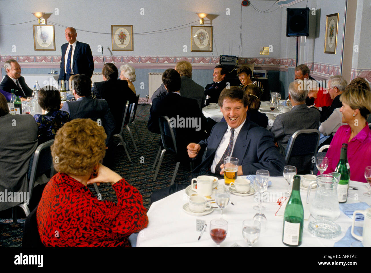 After dinner speaker Brian Johnson working a office party audience. Good bonding  etc.    HOMER SYKES - Stock Image