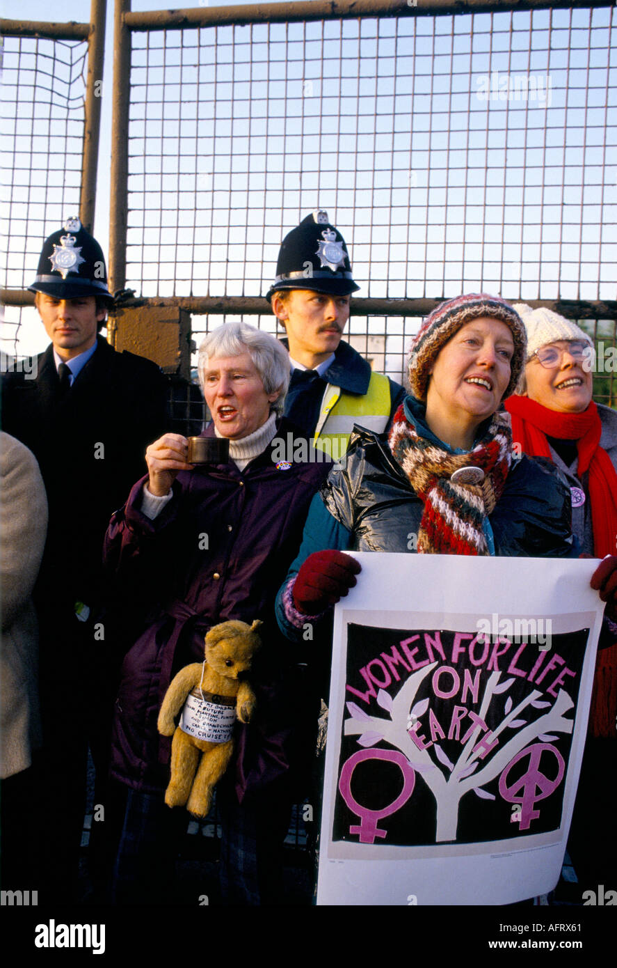 WOMENS PEACE CAMP  BLOCKADE OF USAF NUCLEAR  CRUISE MISSILE AIR BASE AT GREENHAM COMMON  BERKSHIRE ENGLAND. 1983 Stock Photo